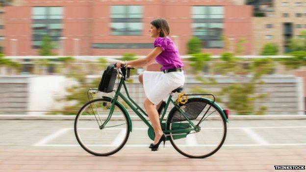 _77555845_cycling_commuter